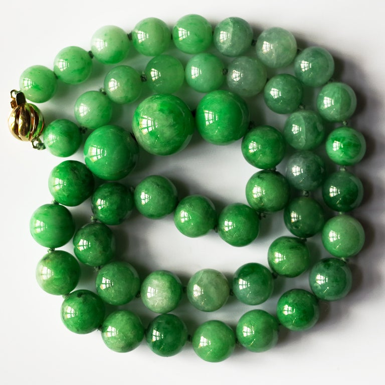Certified Untreated Jade Necklace in Vivid Translucent Green In Excellent Condition For Sale In Southbury, CT