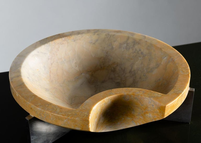 American Cesare Arduini, Sculpted Marble Dish on a Steel Base, United States, 2019 For Sale