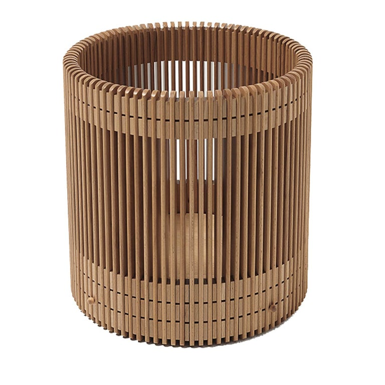 This striking paper basket is crafted out of beechwood and carved into 89 baguettes connected with 178 spacers. The vertical elements are individually polished to obtain a tray surface that creates a perfect circle. The bottom is attached with the