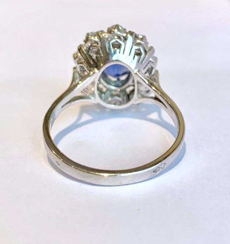 Contemporary Ceylan Sapphire Diamonds 18 Karat White Gold Pompadour Ring For Sale