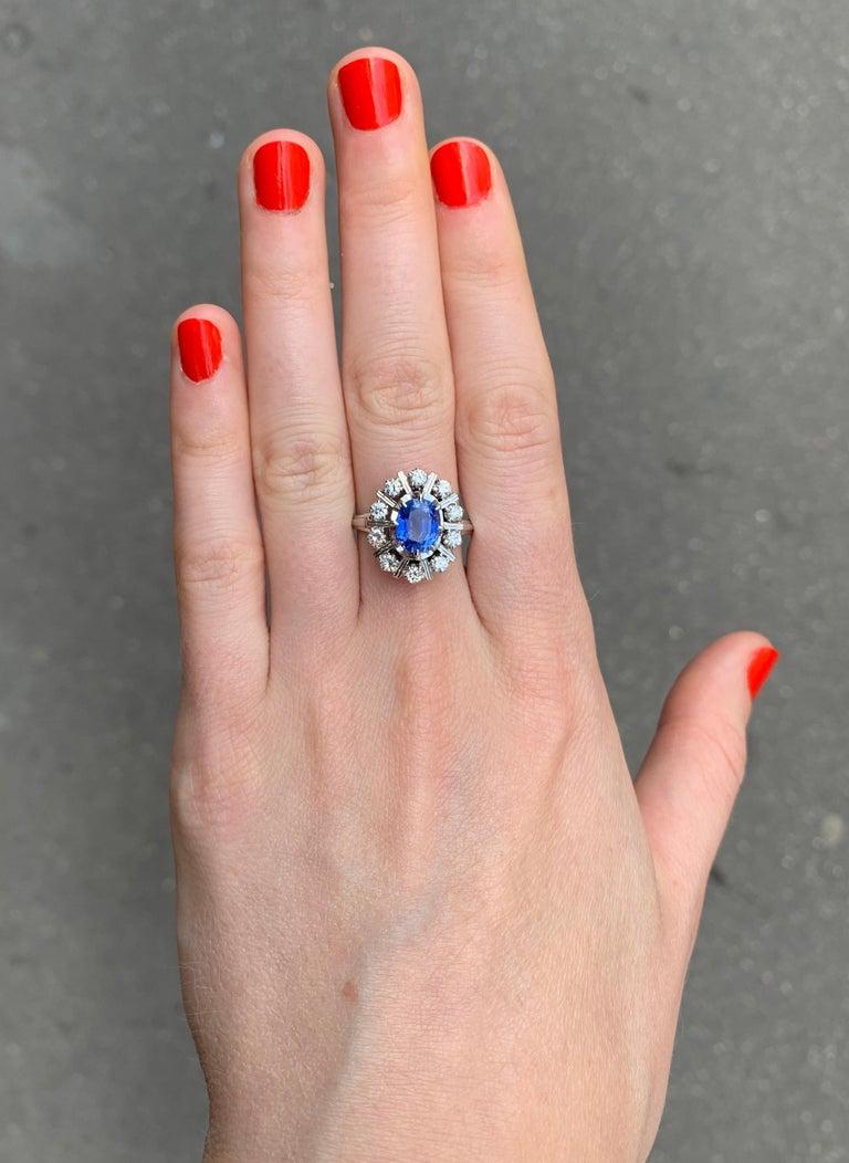 Ceylan Sapphire Diamonds 18 Karat White Gold Pompadour Ring In Excellent Condition For Sale In Paris, FR
