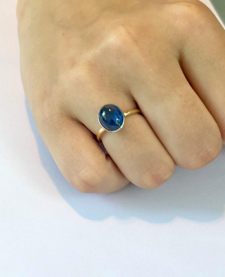 Ceylon Cabochon Sapphire 18 Karat White and Yellow Gold Fashion Ring For Sale 2