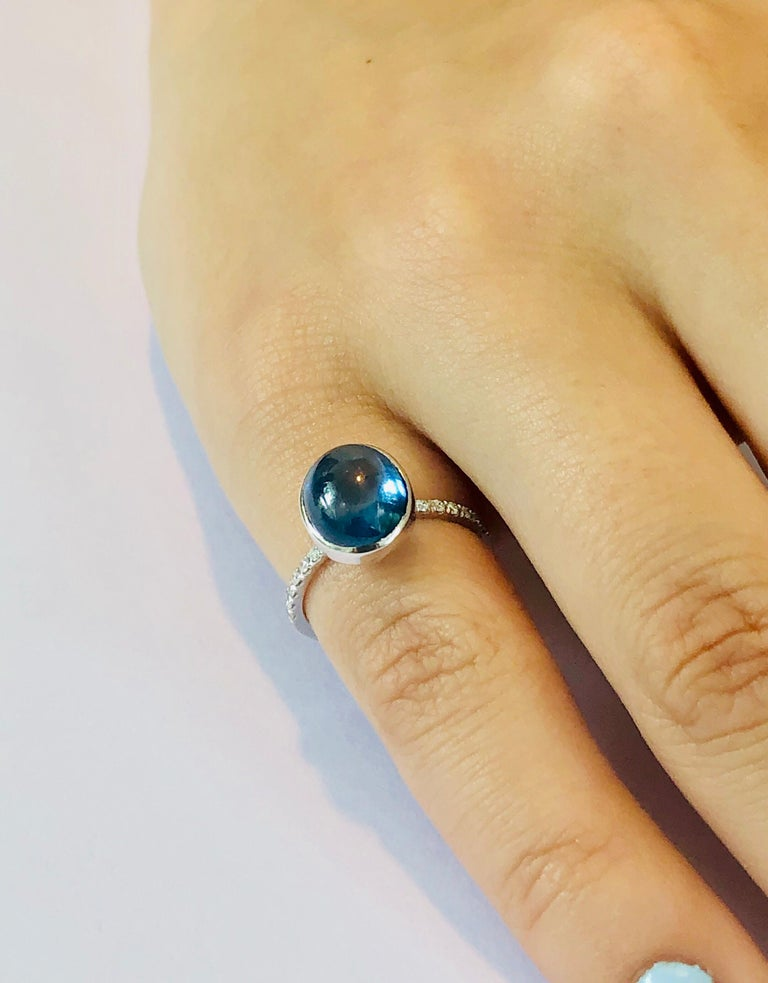 Contemporary Ceylon Cabochon Sapphire and Diamond Eighteen Karat Gold Cocktail Ring For Sale