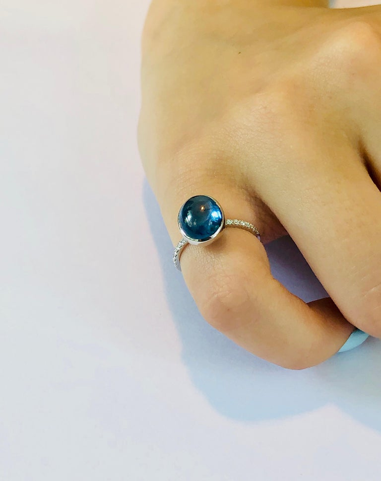Ceylon Cabochon Sapphire and Diamond Eighteen Karat Gold Cocktail Ring In New Condition For Sale In New York, NY