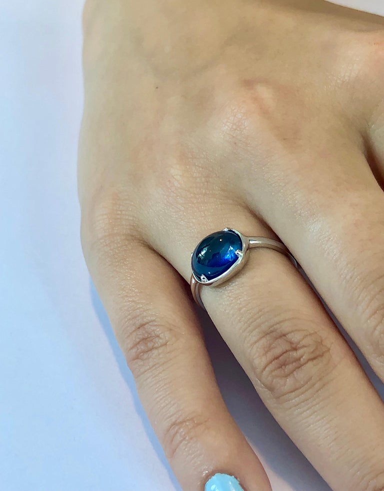 Contemporary Ceylon Cabochon Sapphire Weighing 4.25 Carat White Gold Cocktail Ring For Sale