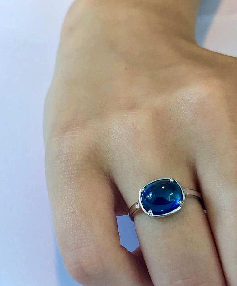 Women's or Men's Ceylon Cabochon Sapphire Weighing 4.25 Carat White Gold Cocktail Ring For Sale