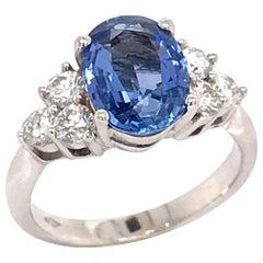 Ceylon Sapphire 3.16 Carat White Diamonds Color G on White Gold 18 Karat Ring
