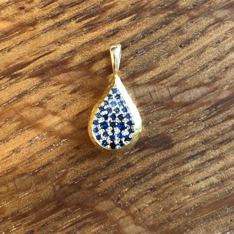 Artisan Ceylon Sapphire and Canadian Diamond 18 Karat Gold Drop Pendant Necklace For Sale