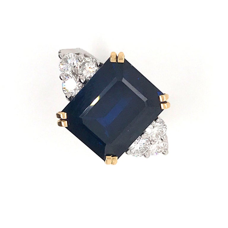 Contemporary Ceylon Sapphire Diamonds Emerald Size White and Yellow Gold Ring For Sale