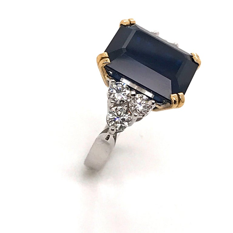 Ceylon Sapphire Diamonds Emerald Size White and Yellow Gold Ring In New Condition For Sale In Vannes, FR