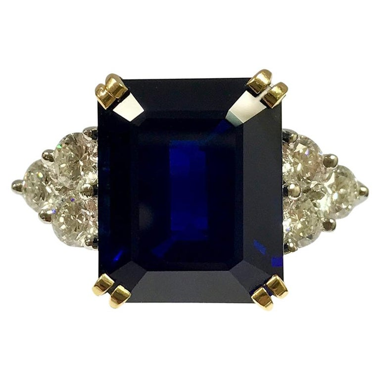 Women's Ceylon Sapphire Diamonds Emerald Size White and Yellow Gold Ring For Sale