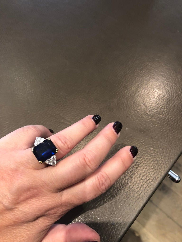 Ceylon Sapphire Diamonds Emerald Size White and Yellow Gold Ring For Sale 2