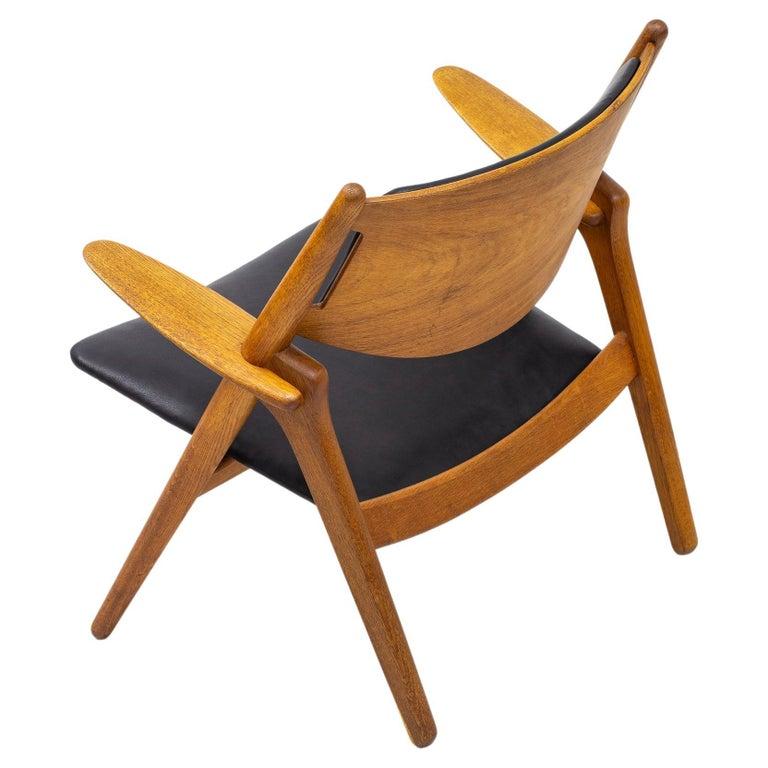 """""""CH-28"""" Easy Chair in Oak by Hans J. Wegner, Carl Hansen & Søn, Denmark, 1950s For Sale"""