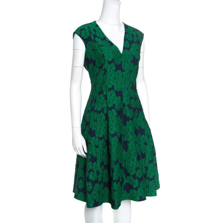 Save this impeccable CH Carolina Herrera sleeveless dress for all your posh affairs. A Utopian balance of comfort and style, this green dress is made of a polyester blend and features a floral brocade design all over it. It flaunts a V-neckline, a