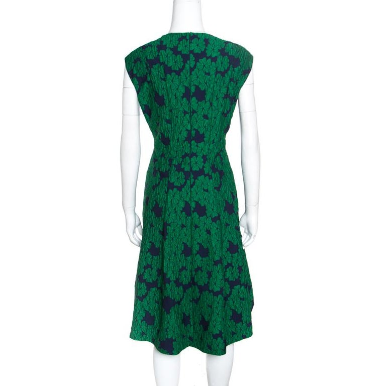 CH Carolina Herrera Green Brocade Fit and Flare Sleeveless Dress L In Good Condition For Sale In Dubai, AE