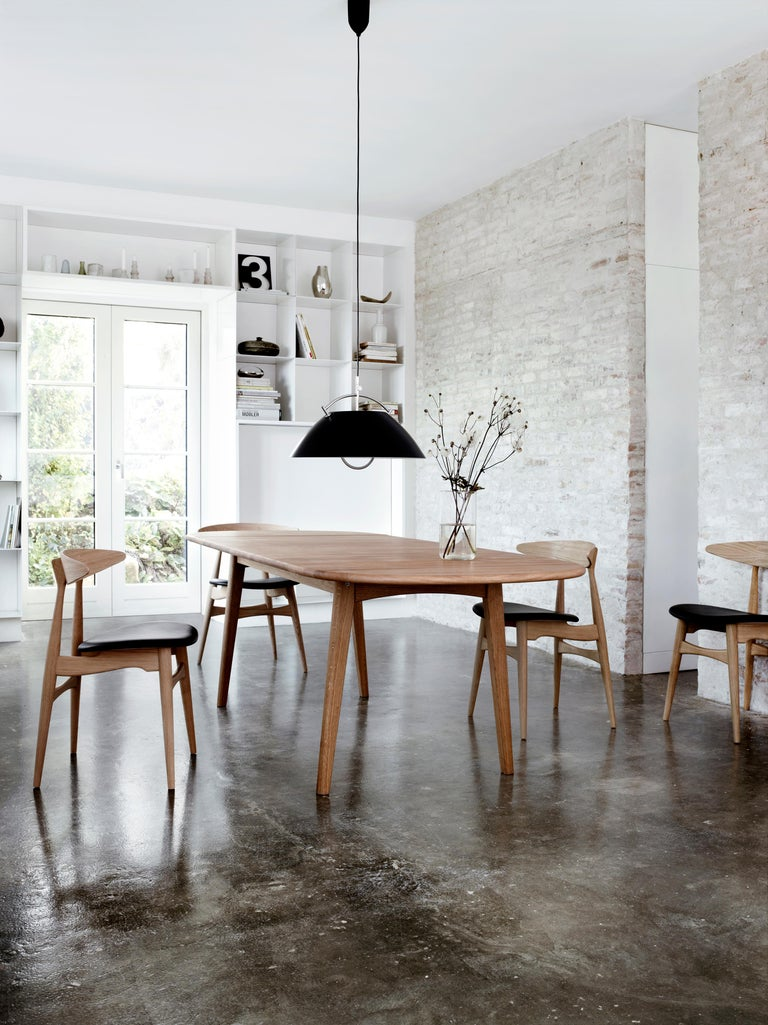 CH006 Large Dining Table in Wood Finish by Hans J. Wegner For Sale 1