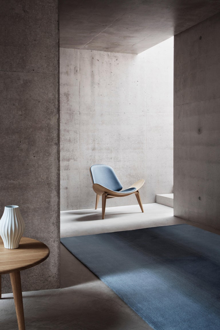 CH07 Shell Chair in Oak White Oil with Leather Seat by Hans J. Wegner For Sale 3
