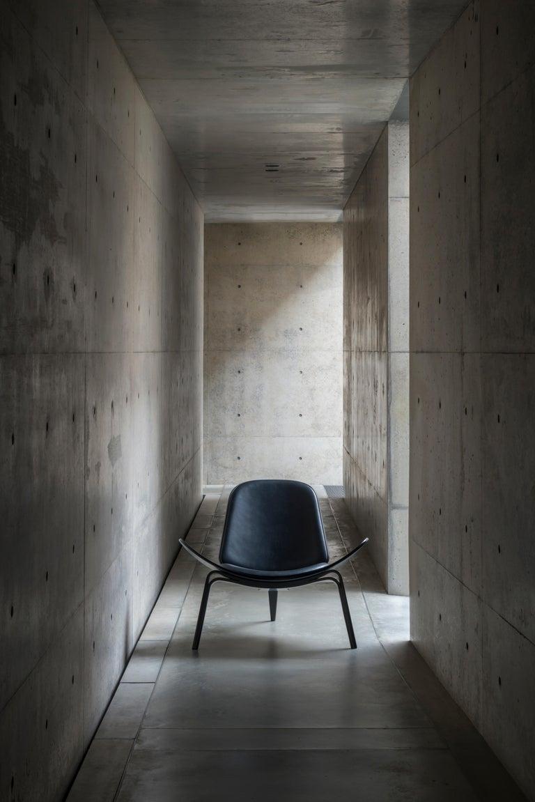 CH07 Shell Chair in Oiled Oak with Foam Seat by Hans J. Wegner For Sale 3