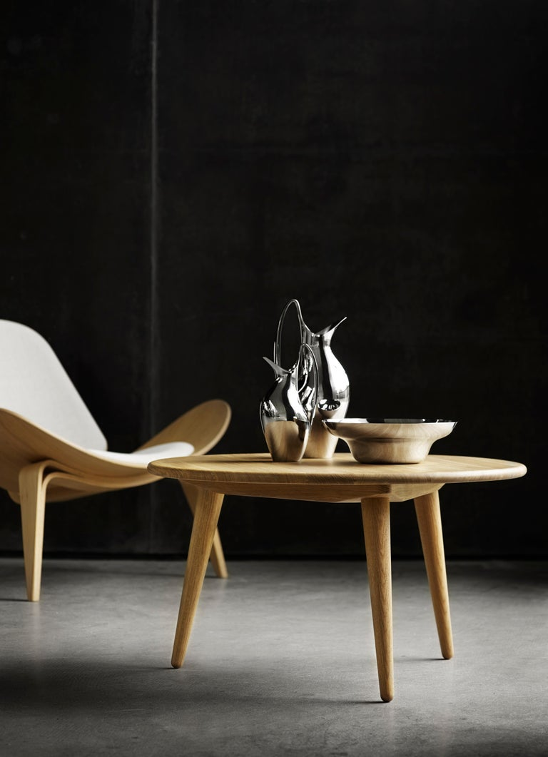 CH07 Shell Chair in Walnut Oil with Leather Seat by Hans J. Wegner For Sale 4