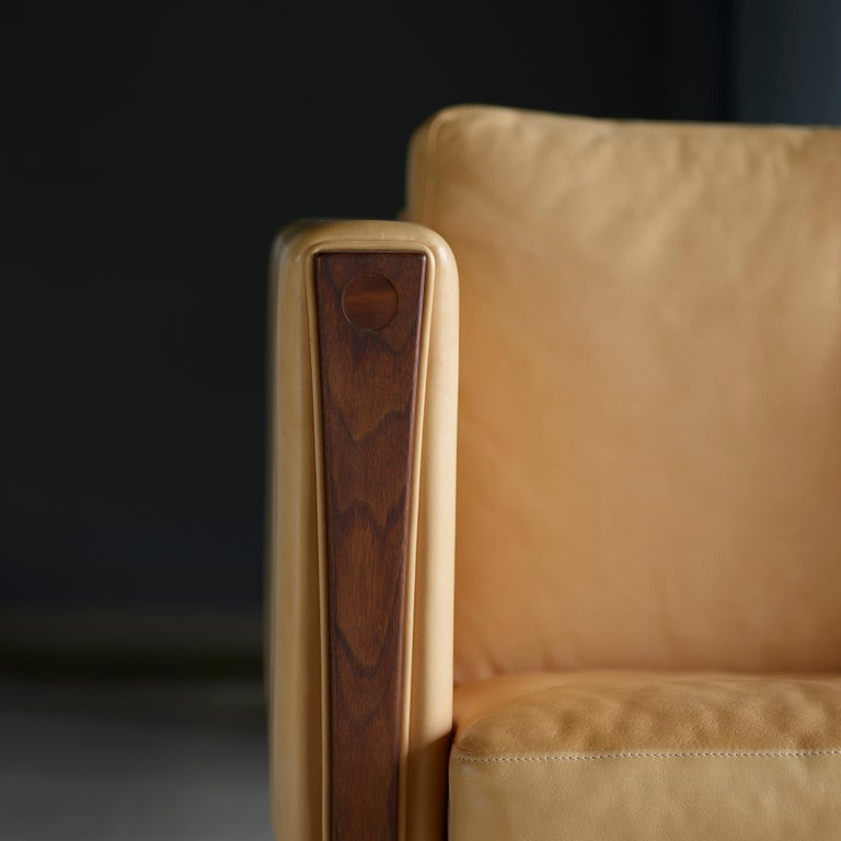 CH163 Sofa in Walnut Oil Frame with Leather Upholstery by Hans J. Wegner For Sale 3