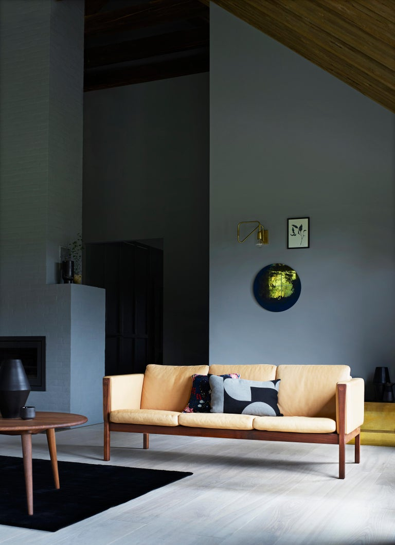 CH163 Sofa in Walnut Oil Frame with Leather Upholstery by Hans J. Wegner For Sale 2