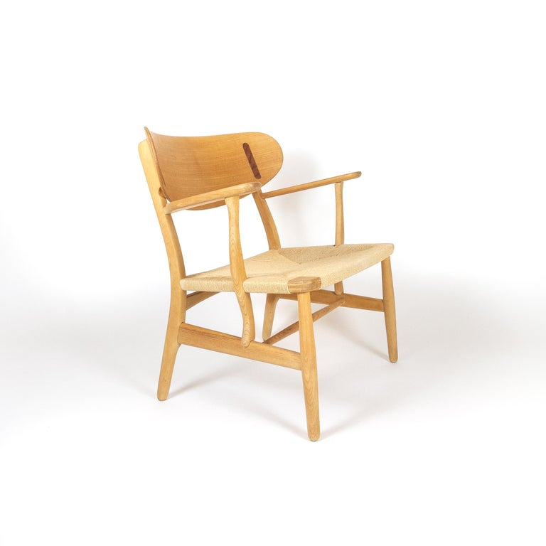 CH22 Lounge Chair by Hans Wegner for Carl Hansen, Denmark In Good Condition For Sale In Berkhamsted, GB