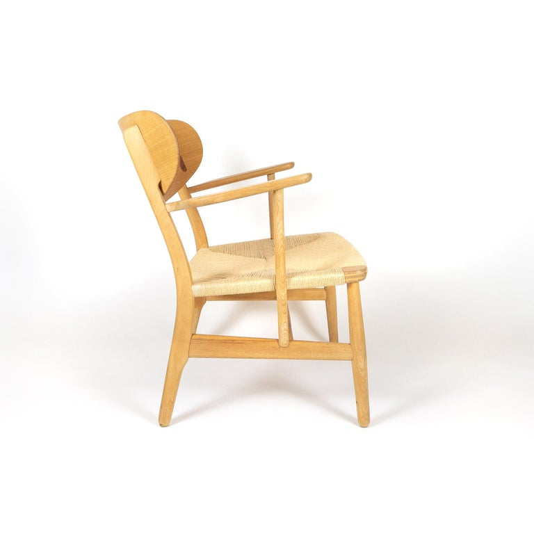 Mid-20th Century CH22 Lounge Chair by Hans Wegner for Carl Hansen, Denmark For Sale