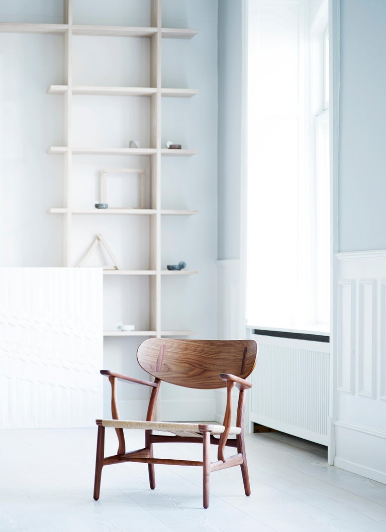 CH22 Lounge Chair in Wood with Natural Papercord Seat by Hans J. Wegner For Sale 12