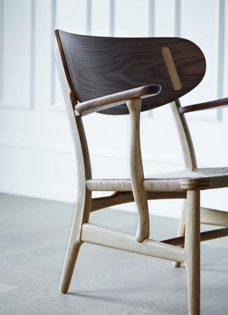 CH22 Lounge Chair in Wood with Natural Papercord Seat by Hans J. Wegner For Sale 3