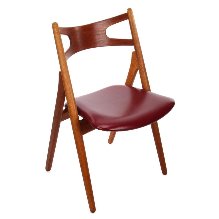CH29 Sawbuck Chair by Hans J Wegner in 1952 for Carl Hansen & Son - iconic Danish design. Rare vintage oak and teak dining chair with original wine-red upholstery - in very good vintage condition.
