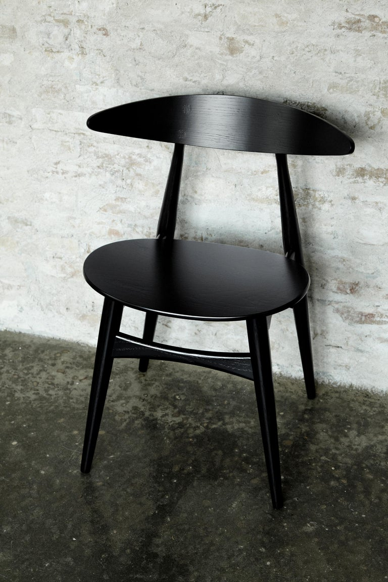 The CH33P chair designed by Hans J. Wegner has a light, graceful form that captures many elements typical of Wegner's best furniture designs. Designed for Carl Hansen & Søn in 1957, the CH33P chair was in production for ten consecutive years. Carl