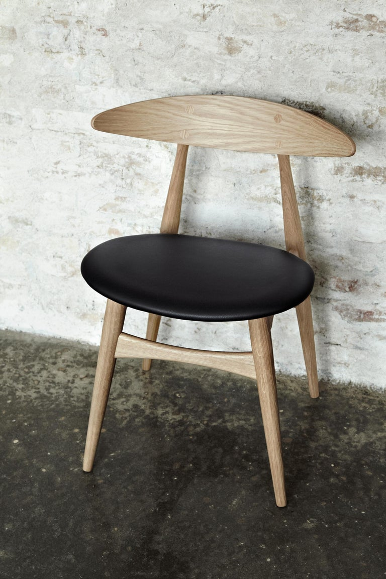 CH33P Dining Chair in Oak Lacquer by Hans J. Wegner In New Condition For Sale In New York, NY