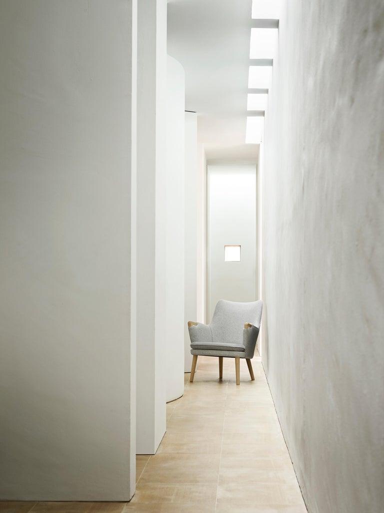 Modern CH71 Lounge Chair in Oak White Oil with Upholstered Frame by Hans J. Wegner For Sale