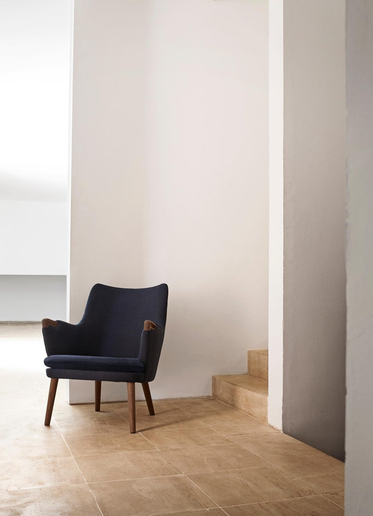 Contemporary CH71 Lounge Chair in Oak White Oil with Upholstered Frame by Hans J. Wegner For Sale