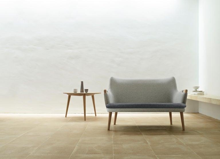 CH72 Sofa in Oak Soap with Upholstered Frame by Hans J. Wegner For Sale 2