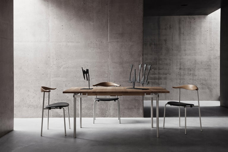 The CH88P dining chair is an example of Hans J. Wegner's exploration of materials. The elegant combination of upholstery, wood and steel shows Wegner's ability to make minimalist forms appear soft and comfortable. Wegner originally developed the
