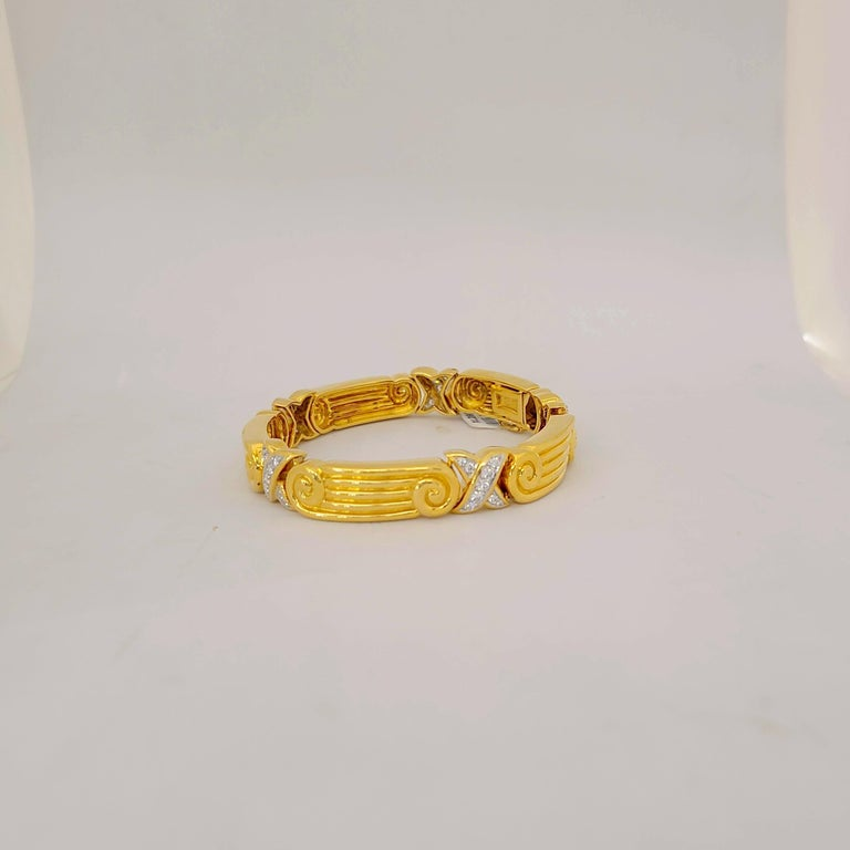 Round Cut Chaavae 18 Karat Yellow Gold, Platinum and Diamond 1.12 Carat Bracelet For Sale