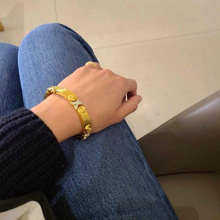 Women's or Men's Chaavae 18 Karat Yellow Gold, Platinum and Diamond 1.12 Carat Bracelet For Sale