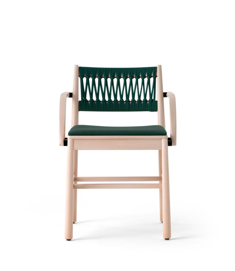 Julie constitutes the expert revisitation of the archetypal chair, in which memory and modernity come together. The clean lines of the frame combined with the simplicity of the materials - and of the leather textures or in the stylish range of