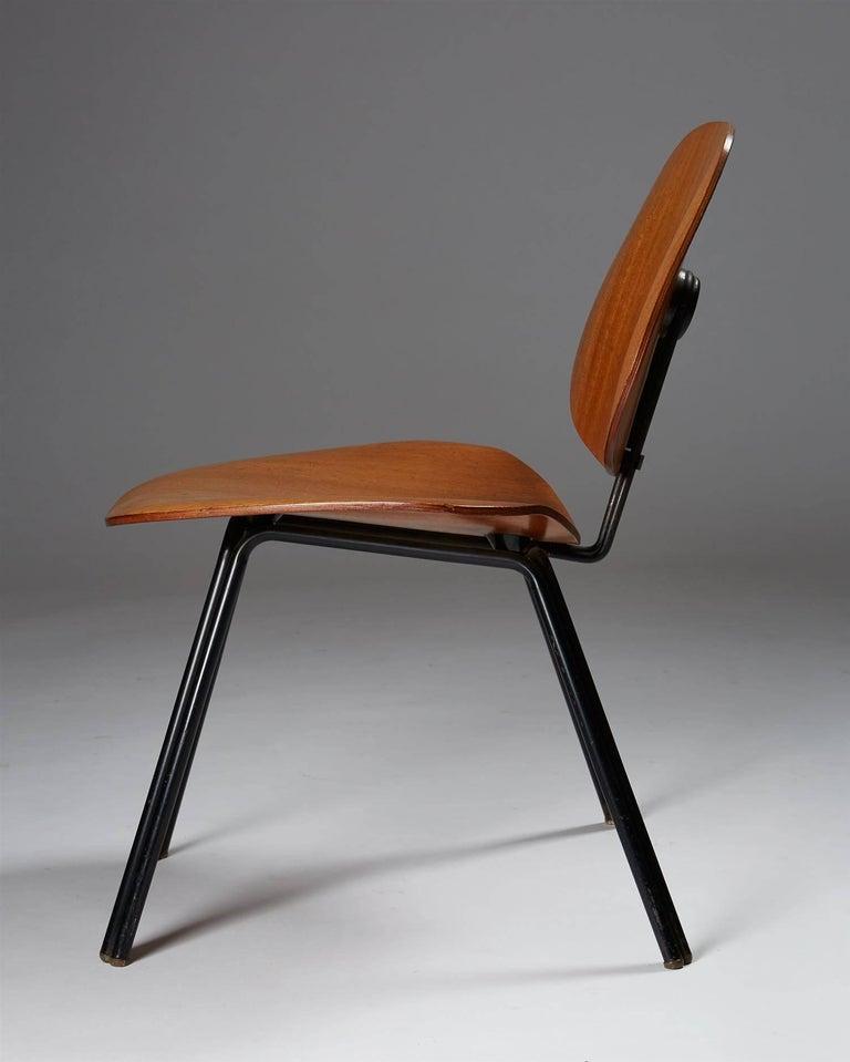 Scandinavian Modern Chair Designed by Osvaldo Borsani for Techno, Italy, 1950s For Sale