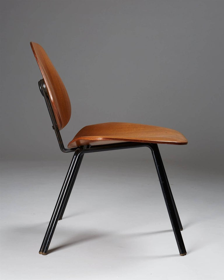 Lacquered Chair Designed by Osvaldo Borsani for Techno, Italy, 1950s For Sale