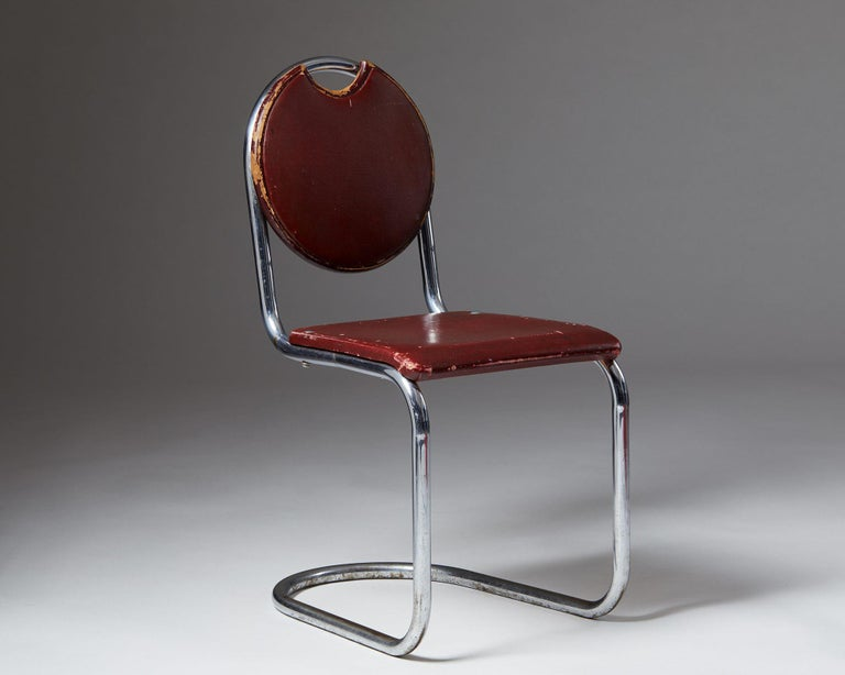 Steel and leather upholstery.  Measures: H: 82.5 cm/ 2' 8 1/2