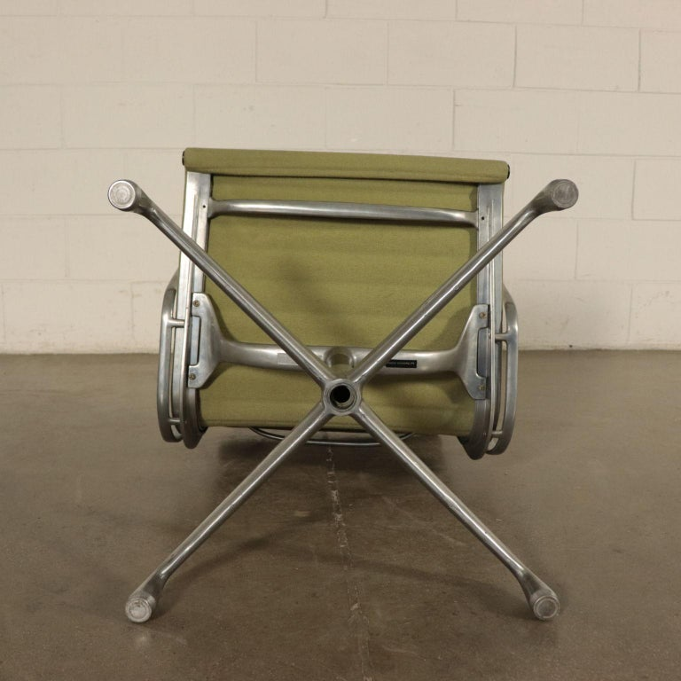 Chairs, Aluminum and Fabric, 1970s Charls & Ray Eames, Herman Miller For Sale 5