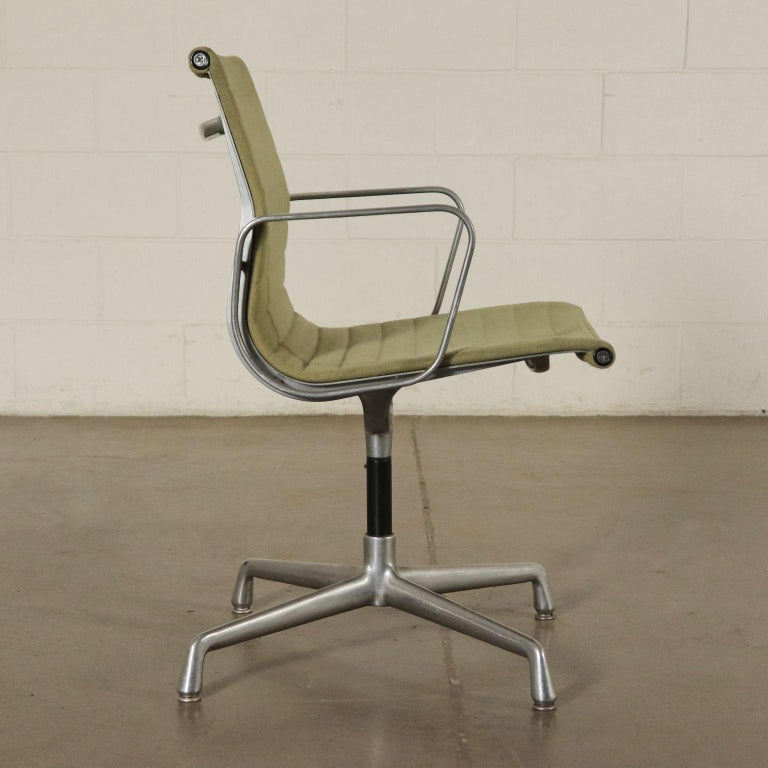 Mid-Century Modern Chairs, Aluminum and Fabric, 1970s Charls & Ray Eames, Herman Miller For Sale