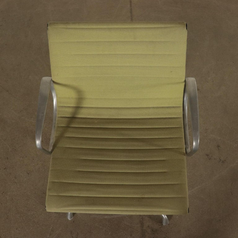 Chairs, Aluminum and Fabric, 1970s Charls & Ray Eames, Herman Miller For Sale 2