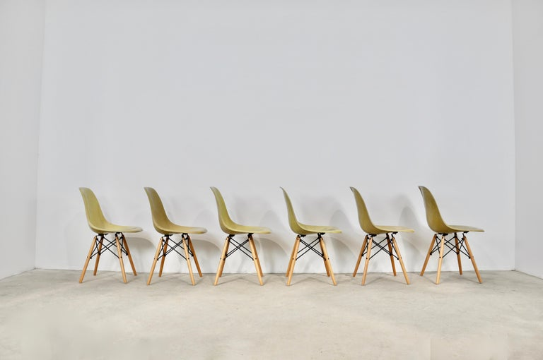 Chairs DSW by Charles & Ray Eames for Herman Miller, 1970s In Good Condition For Sale In Lasne, BE