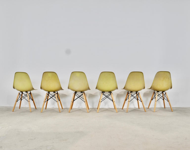 Late 20th Century Chairs DSW by Charles & Ray Eames for Herman Miller, 1970s For Sale