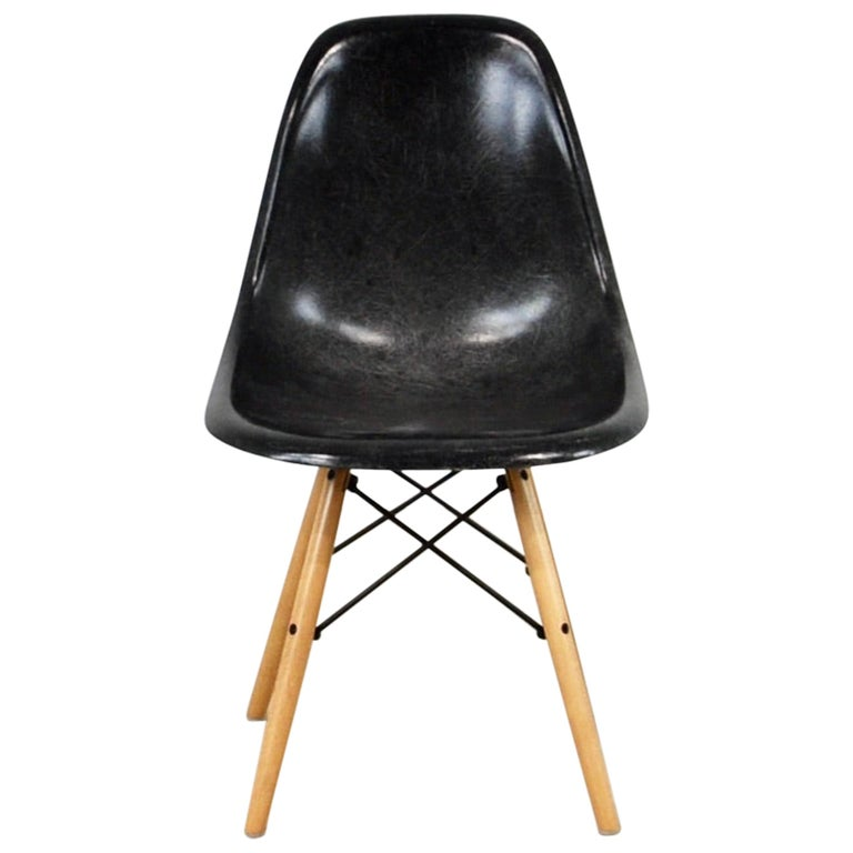 Chairs DSW by Charles & Ray Eames for Herman Miller, 1970s For Sale
