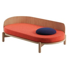 "Chaise Longue ""Knap"" in American Oak and Mélange Coral"