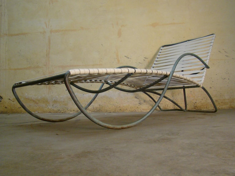 Chaise Lounge '#1' by Walter Lamb for Brown-Jordan Outdoor in Bronze Tubing In Good Condition For Sale In Denver, CO